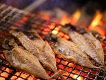 【旬彩tu・ba・ki朝食】名産の干物(日替り)の炭火焼はライブキッチンで出来立てをお召し上がりください。
