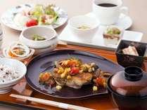 カフェワンドリンク&エステ割引の特典がついたプラン。夕食はヘルシーなカフェ飯をご用意≪料理イメージ≫