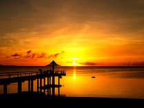 石垣島随一のサンセットビューを誇るフサキビーチ!フサキ桟橋の上がオススメ絶景ポイントです