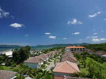 広大な敷地に赤瓦が建ち並び、沖縄の集落の雰囲気を味わえます