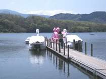 散策におすすめの一碧湖。ボート乗りや釣り(ヘラブナ・ブラックバス等)も楽しめる。