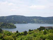 『芦ノ湖ビュー』12畳のお部屋からは高台からの芦ノ湖が美しいです☆