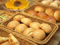 【夕食 ハーフブッフェ】パンの美味しい香りが漂うレストランでの食事は絶品です☆彡