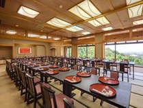 【平城の間】ご朝食やご宴会の会場となる広間。ここからの景色も抜群です。