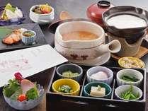 奈良の茶粥をはじめ、大和野菜を盛り込んだ健康朝食です。