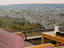 【和室10畳/最上階】お部屋からは奈良市内の景色を一望!