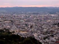 ロビー正面には東大寺大仏殿や五重塔をはじめとした古都奈良のロケーションが広がります。