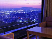 眺望確約のお部屋からは奈良市内が一望♪岩盤足浴を楽しみながらお寛ぎください♪