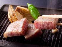松茸と大和牛を陶板焼きで。あふれ出す肉汁と松茸の香ばしい香りがたまりません♪