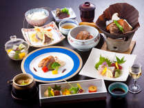 【季節会席】目と舌で趣向を凝らしたお料理をご堪能下さい。