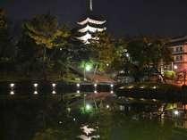 猿沢池より興福寺五重塔を望む