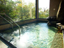 【大浴場】男女各1つずつ内湯がございます。温泉ではございませんがゆっくりお入りいただけます。