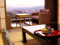 【お部屋】最上階では奈良の景色・夜景を望みながらご夕食をお楽しみいただけます