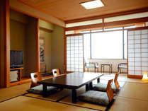 【純和風タイプの海側和室】 ゆったり明るい海側のお部屋。窓からの景色はもちろん一面ひろがる空と海♪
