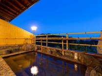 【女性用◇露天風呂】 海から届く夜風が、心地よく湯涼みさせてくれます