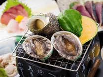 ◆【鮑とサザエ】獲れたて新鮮!肉厚鮑を豪快に陶板焼きで!一度食べたらクセになる美味しさ♪