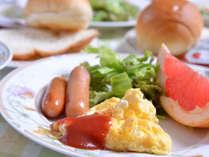 *ご朝食一例(洋食)/ふわふわのスクランブルエッグにパン&コーヒー。定番だからこそ美味しい朝食。