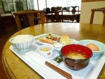 ある日の朝ごはん ご飯、お味噌汁はおかわり自由です☆