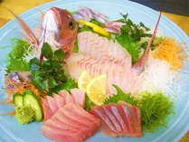 *店主がその日に厳選した朝獲り鮮魚をさばきます!※入荷状況により内容は変わります。(一例)