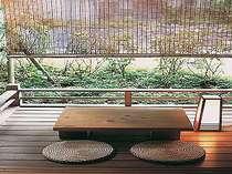 月見台がある風雅な湯川亭の客室