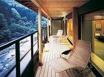 特別室:瀬音が心地よいテラスや、露天風呂がある、2間続きでゆったり感が贅沢