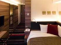 部屋面積:14.2平米、ベッド幅:130cm壁掛TV・加湿機能付空気清浄機・ズボンプレッサー・リセッシュ