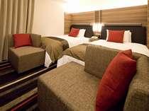 部屋面積:21.5平米、ベッド幅:120cm壁掛TV・加湿機能付空気清浄機・ズボンプレッサー・リセッシュ
