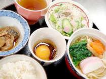 朝食メニュー一例(セルフ式です♪)自慢の讃岐うどんのダシは手作り&深~い味わいです♪