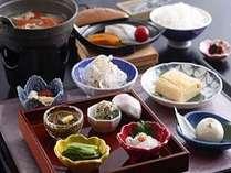淡路島のブランド食材をふんだんに使った当館自慢の朝食です。出来たての出汁巻き卵が大好評です。