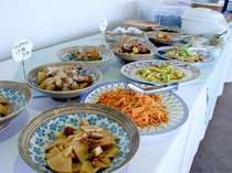 *【バイキング朝食】新潟ならではの料理も並びます♪(少人数の場合はバイキングではありません)