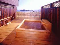 【貸切風呂/天空の湯】お湯は日本三名泉『榊原の湯』。ダイナミックな景観の檜風呂♪