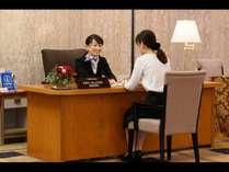 ゲストリレーションマネージャーがお客様の快適な滞在をお手伝い ご滞在中の質問にお答えいたします。