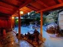 露天風呂(白紫)白濁の露天風呂(夜11時まで、翌朝5時に男女入替)