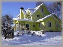 冬のフレンズ外観目立ちます!外は寒くても中は暖かいですよ!