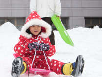 園地内で雪遊びも楽しめます♪