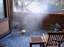 【仙山亭】特別室 露天風呂 裏庭に面しています