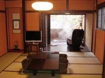 【仙山亭】12畳の和室から、マッサージチェアのあるウッドデッキ・専用露天風呂