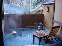 【仙山亭】特別室 お部屋に付いた露天風呂 広い外部サンデッキ・デッキチェア