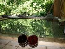 眺めが抜群、緑がまぶしい離れ露天風呂