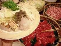 【夕食】バイキング 選べる4種の鍋では、具材も食べ放題。4種の出汁からお好きな2種をお選び下さい