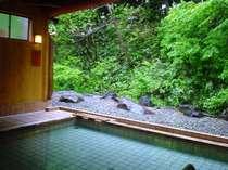 『離れ露天風呂』開放感のある露天風呂でどうぞごゆっくりおくつろぎ下さいませ