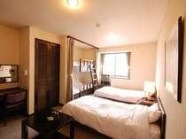 【別館】ウエスト館客室例(ツイン+二段ベッド付き)