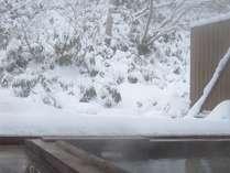 美しい雪見の離れ露天風呂