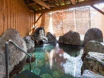あ~!と思わずため息が、、内湯とつながっている岩露天温泉も人気♪体の芯から暖まる~
