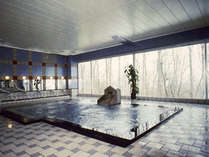 *森に囲まれた、優しい雰囲気の大浴場。