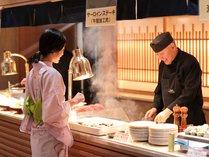 【和洋中バイキング(夕食)】ライブキッチン☆ステーキが焼ける音もご馳走です!