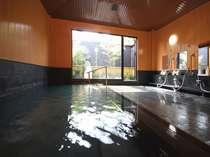 【大浴場】広々とした湯船で名湯を満喫しよう!