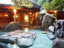 ☆☆宝樹の湯」天然の巨大岩を配した、野趣あふれる造りです