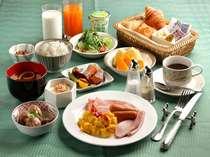 ご飯は新潟が誇る岩船産コシヒカリ。その他にもサラダや果物、お米でつくったヨーグルトなどございます。