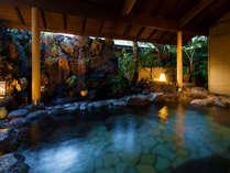 """■貸切露天風呂-離泉-■露天風呂の奥から聞こえる優しい滝の音があなたを""""癒しの空間""""へ導く-。"""